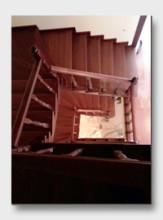 деревянная лестница Павлово. Установлена в Нахабино
